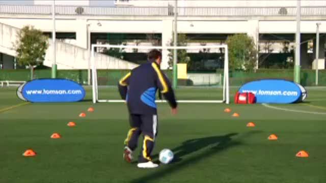 视频:汤姆-拜尔足球训练之脚掌踩球跑动练习