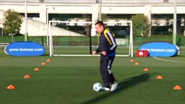 视频:汤姆足球训练之外脚背快速带球练习