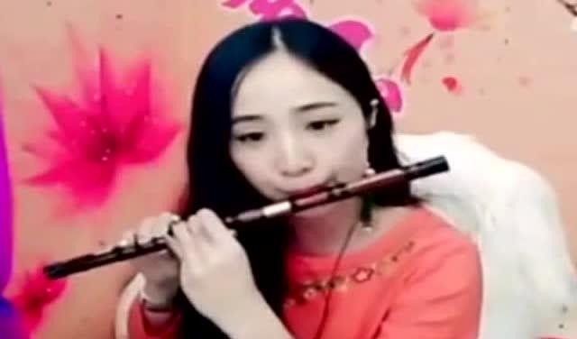 美女紫玉笛子独奏《射雕英雄传》主题曲《铁血丹心》