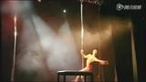 钢管舞大师Oona Kivel经典双杠飞天表演