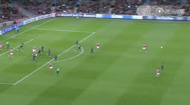 全场集锦:梅西伤退巴萨遭压制 主场平本菲卡截图
