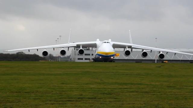 世界最大的飞机 空中巨无霸安-225运输机
