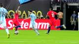 梅西伊瓜因前场双鬼拍门 迪亚兹鞭腿防守放倒球王染黄
