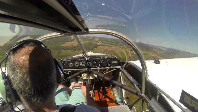 螺旋桨突然停转飞机驾驶员惊险平安迫降