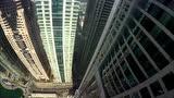 视频:突破极限!牛人迪拜高楼间挑战翼装飞行