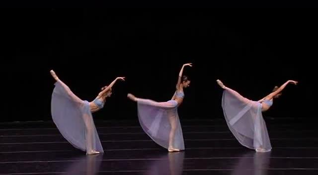 美哭了的芭蕾表演,身体艺术令人沉醉