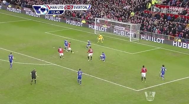 进球视频:范佩西过人送球 吉格斯轻松推射破门截图