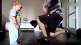 可爱宝宝与爸爸互斗街舞,小不点有模有样我的可爱不止萌!