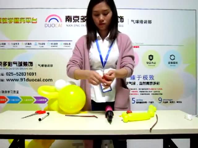 魔术气球培训学校之长颈鹿造型学习教程图解