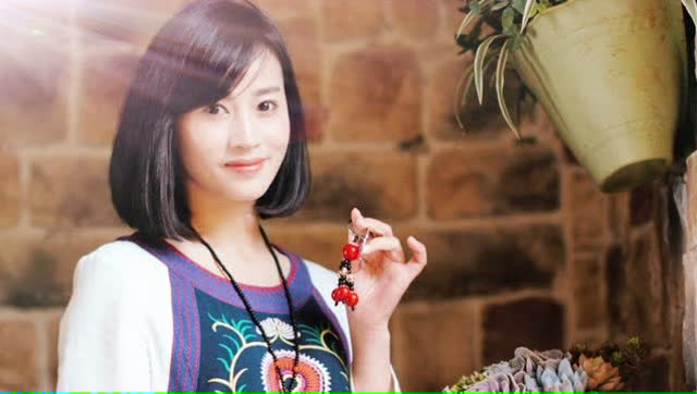 丽江夏夏手鼓音乐美女《小宝贝》老板娘真美图片
