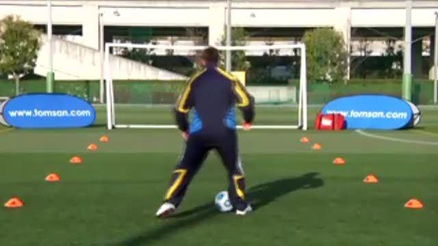 视频:汤姆足球训练之外脚背带球+胯下假动作