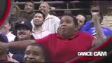 黑人小胖和保安隔空斗舞,每一秒都是表情包!图片