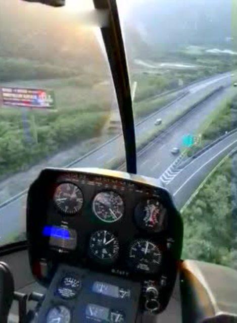 直升飞机教员驾驶罗宾逊r22,带你体验低空飞行魅力!