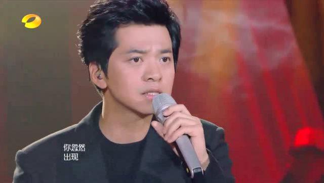 李健演唱《贝加尔湖畔》伴奏手风琴加上他空灵的声音 太有意境了