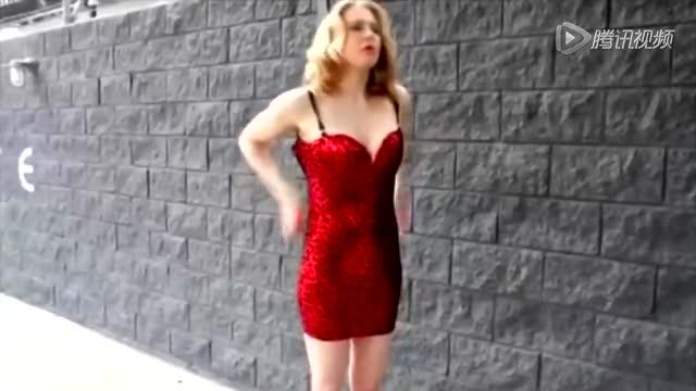 哈登绯闻女友当众快速换衣 极品身材上下失守截图