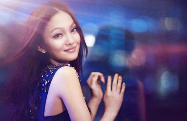 张韶涵现场演唱《隐形的翅膀》,小小个子蕴藏巨大能量