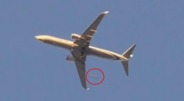 ufo?实拍不明飞行物与飞机擦肩而过!