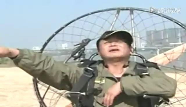 滑翔伞 强人 堵车 下班 回家/强人避堵车下班用滑翔伞飞回家只需花两分钟