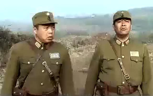 战士们打埋伏,王宝强却呼呼大睡,醒来后一枪就干掉敌军一个军官图片
