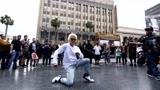 当popping舞王南贤俊在美国街头表演,他会玩出什么招呢?