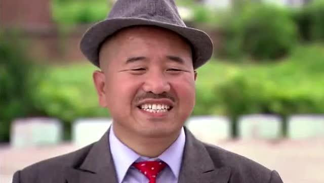 赵本山赵四刘能小品_赵本山给刘能配了一辆小车,他整天都用来干这事