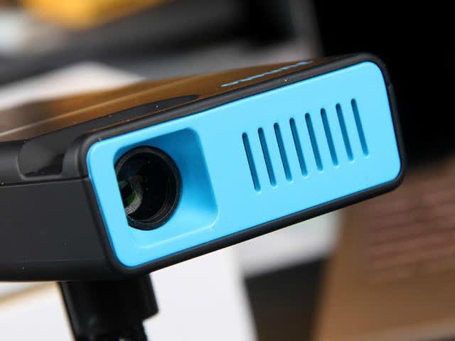 手工达人教你自制手机投影仪 纸皮箱里的家庭影院