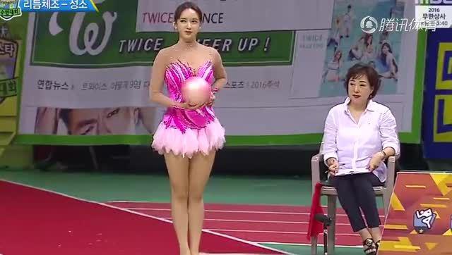 美少女艺术小穴_中国美少女艺术体操震惊韩国 单腿夹球后空翻看呆观众