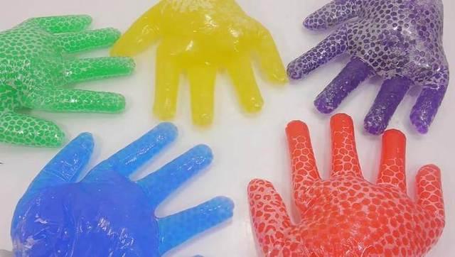 手工创意diy制作彩球手套教程视频
