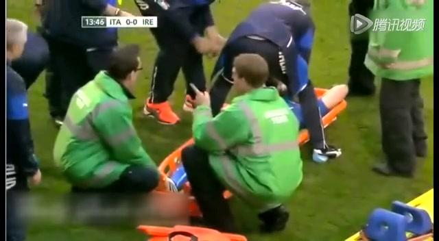 【受伤】蒙托利沃拼抢左腿受伤 被担架抬下场截图