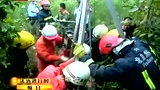 五旬女子坠入十米深枯井 消防下井救援