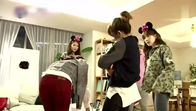 少女时代成员林允儿演唱周杰伦的《简单爱》图片