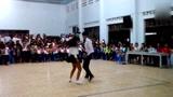 一曲《恰恰》被两个学生,跳的青春四射