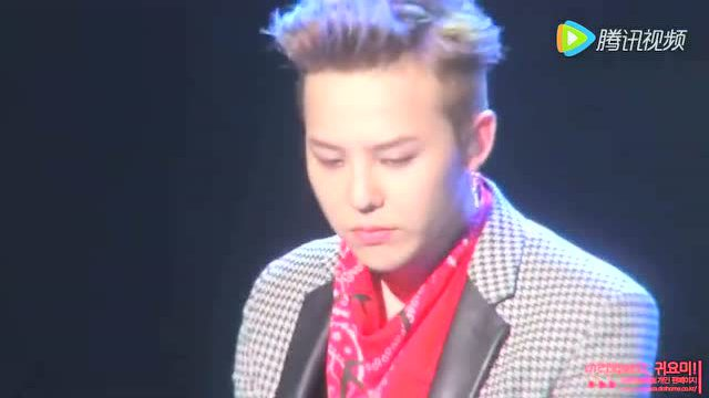 bigbang权志龙专注演唱经典歌曲《一天一天》伤感催泪