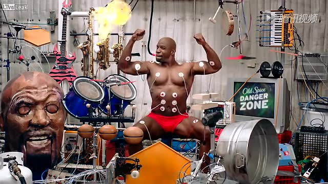 【肌肉男追女妙计】一人用肌肉操纵12个乐器!