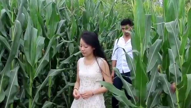 大陆农村妇女性交视频_玉米地里最现实的农村妇女