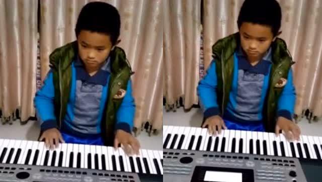小男孩电子琴演奏《欢乐斗地主》背景音乐图片