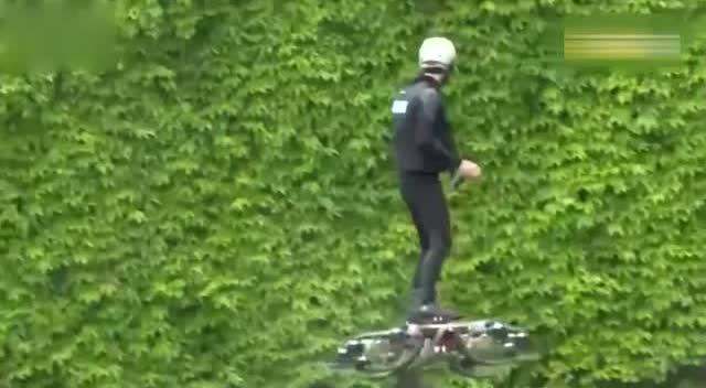 男子跟据无人机原理自制载人飞行器 居然首飞成功图片