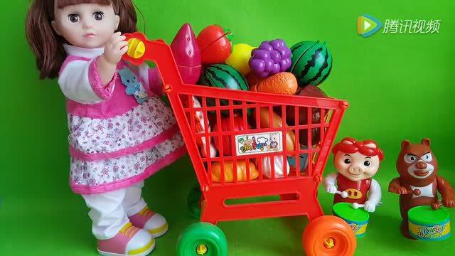 可爱的小宝宝穿衣服 芭比娃娃亲子过家家