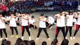 越南中学生帅气的团体舞表演,舞技不输专业舞团!