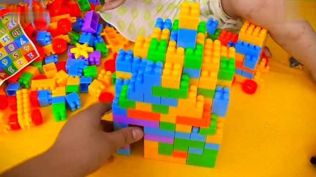 小黄人喜羊羊搭建乐高积木城堡