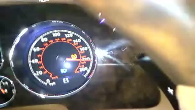 宾利在高速狂飙到爆表310km