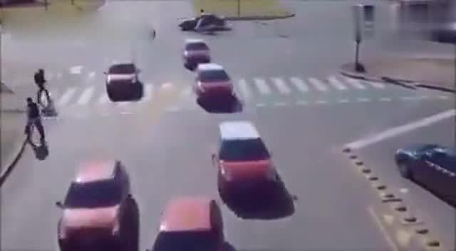 军人考驾照 驾校教练吓傻了!