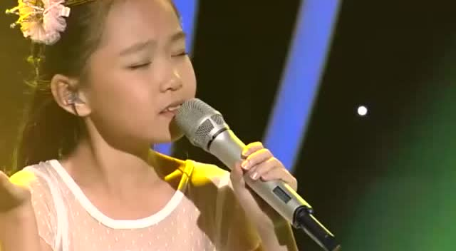 9岁小女孩演唱《橄榄树》声音空灵细腻!