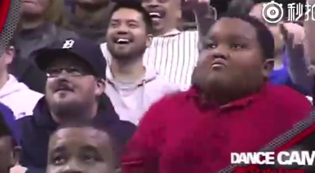 黑人小胖和保安哥斗舞