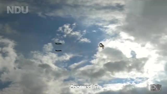 男子意外拍到的视频 两架飞机护航不明飞行物ufo