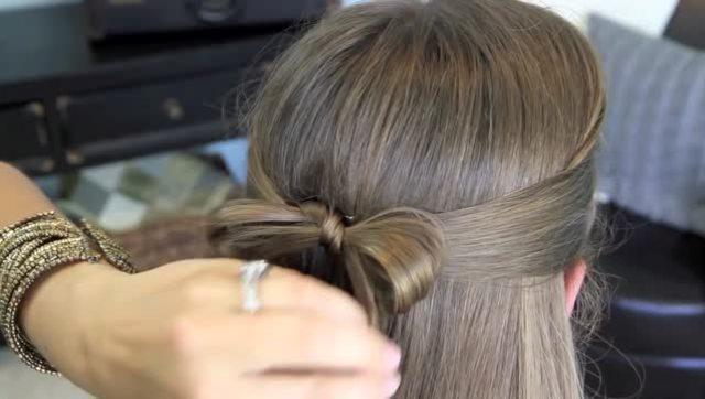 可爱的小女孩编织发型