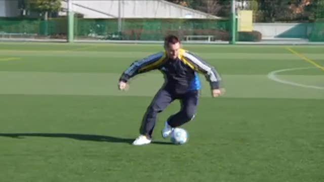 视频:汤姆-拜尔足球训练之带球变向假动作