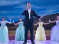 万达年会王健林一曲《等待》飚高音