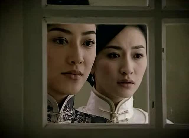 假如凤穿牡丹是一场旗袍秀,李小冉和应采儿谁更有气质?