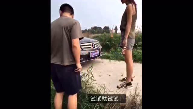 操12岁女二逼_农村里面的车祸太搞笑,二逼欢乐多